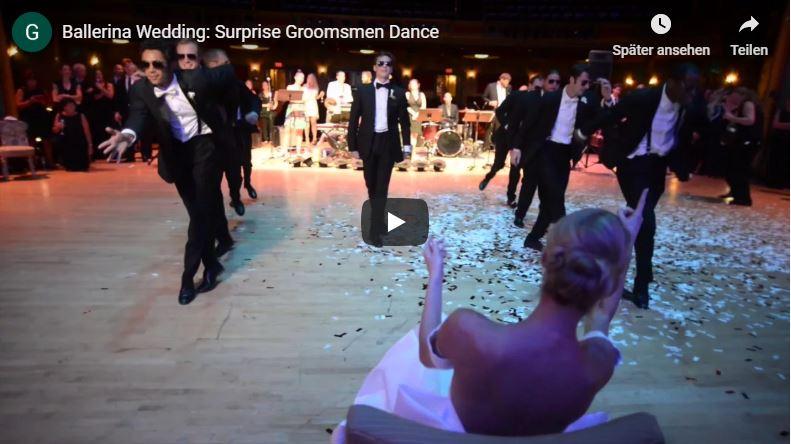 Hochzeitstanz Choreografie bei der der Bräutigam auf seine sitzende Braut zutanzt