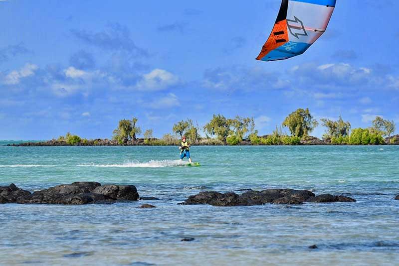 Kite Surf- Le duo de choc ! L'île Maurice et l'île de la Réunion - Suivre sa Joie - Saskia Parein