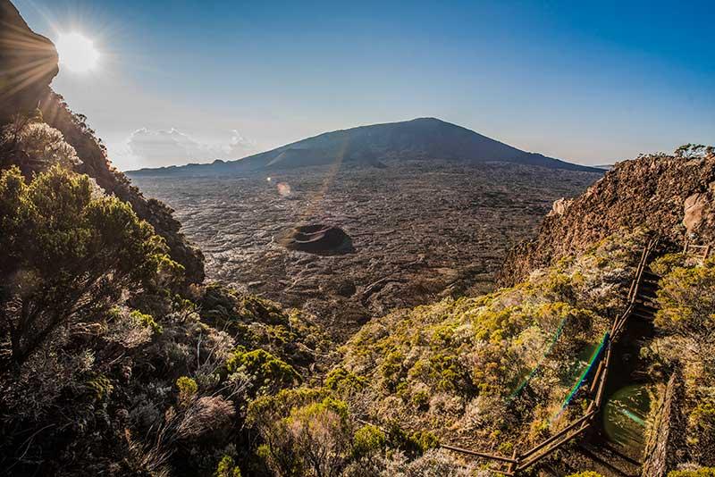 Terre Volcanique - Le duo de choc ! L'île Maurice et l'île de la Réunion - Suivre sa Joie - Saskia Parein