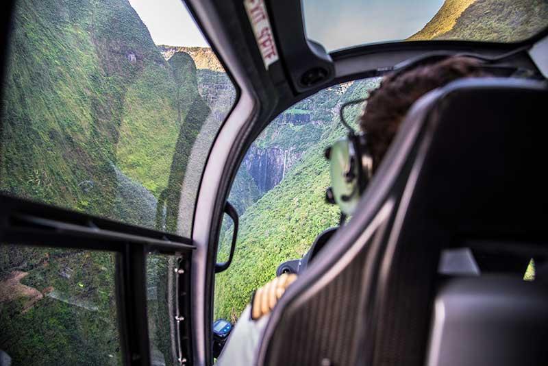 Vol en hélicoptère - Le duo de choc ! L'île Maurice et l'île de la Réunion - Suivre sa Joie - Saskia Parein