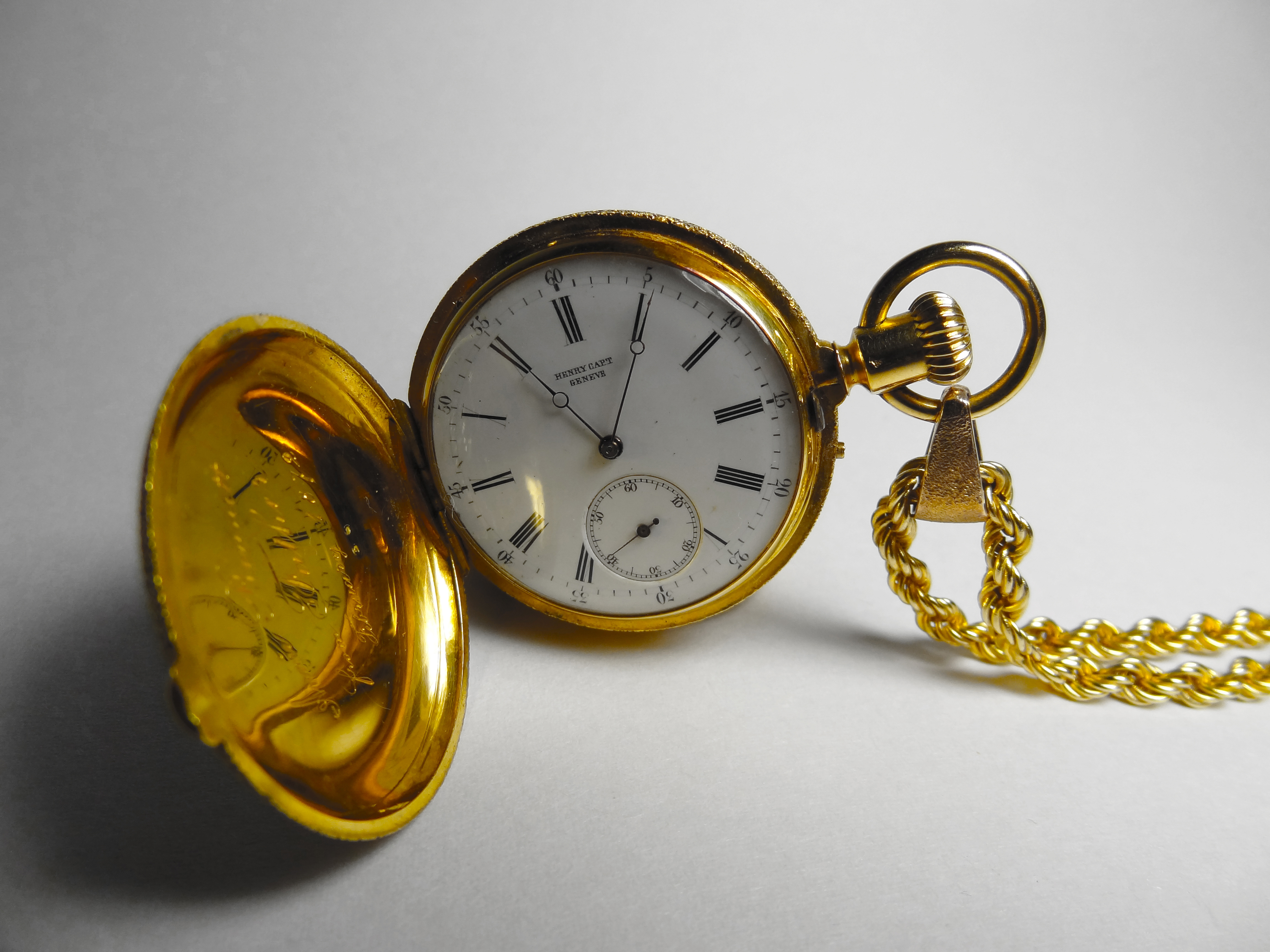 macro pocket watch gold antique watch  classic rare engraved century henry cape geneve arvid roach