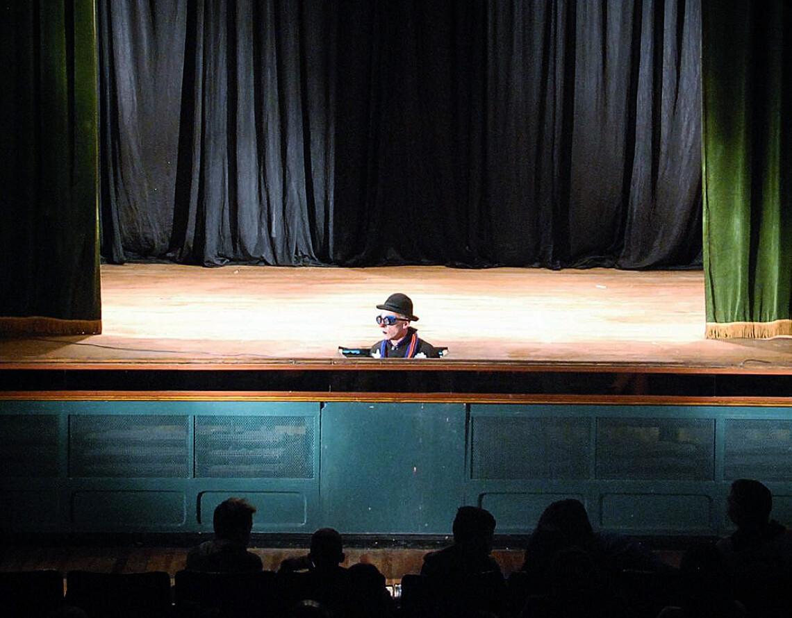 Elo Vázquez en el escenario de El Cine De Astra