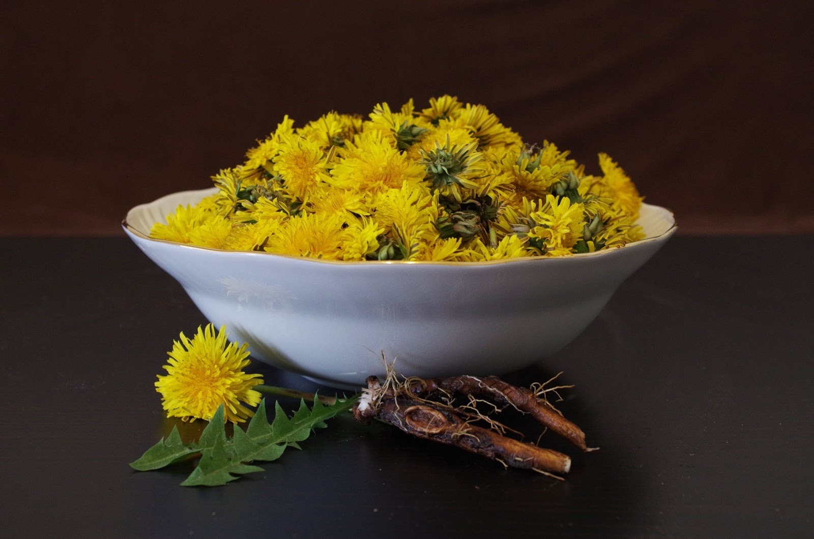 How to make roasted and fresh dandelion tea from your garden cup how to make roasted and fresh dandelion tea from your garden izmirmasajfo