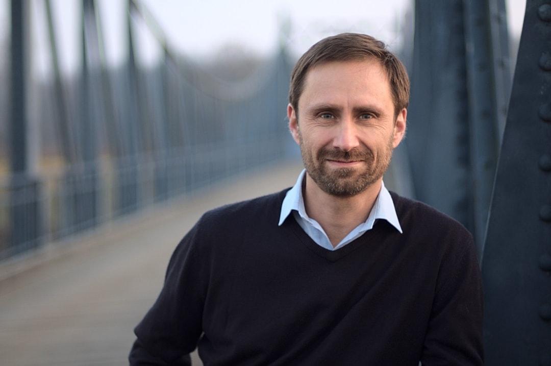 Marek si zkusil v rámci kampaně vše. Od tvorby politického programu či grafiky po účetnictví. Nakonec se vrátil k počítačům a rekvalifikoval se na programátora.