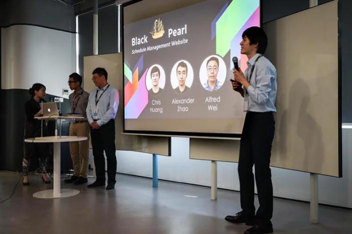 Naše sesterská pobočka zrealizovala v čínském Šenčenu kurz programování pro potřeby firmy EPAM.