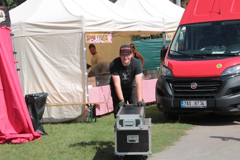 Honza na hudebním festivalu