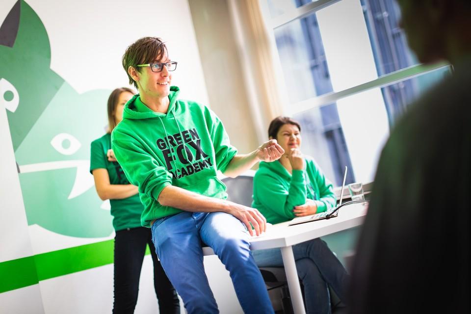 V roce 2018 byl zahájen první rekvalifikační kurz programování v Praze. V prostorách na Václavském náměstí se sešla téměř dvacítka budoucích programátorů.