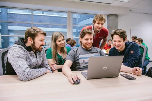 programátor filip se spolužáky z green fox academy