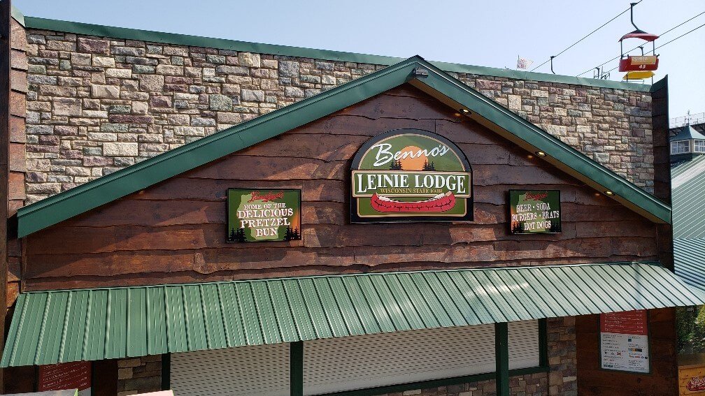 Bennos Leinies Lodge outdoor signs for bar at Wisconsin State Fair