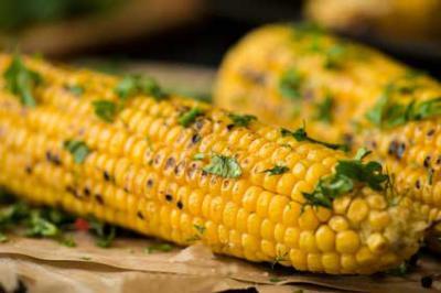 Maiskolben∙mit Honig-Chili Butter