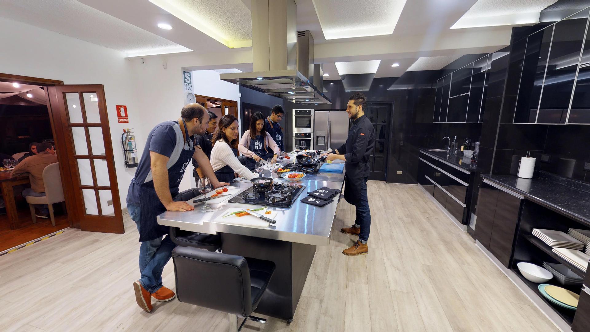 Un espacio de placer gastronómico en el que la cocina es el lugar de integración para grupos de máximo 14 personas, donde la única motivación es saborear el momento.