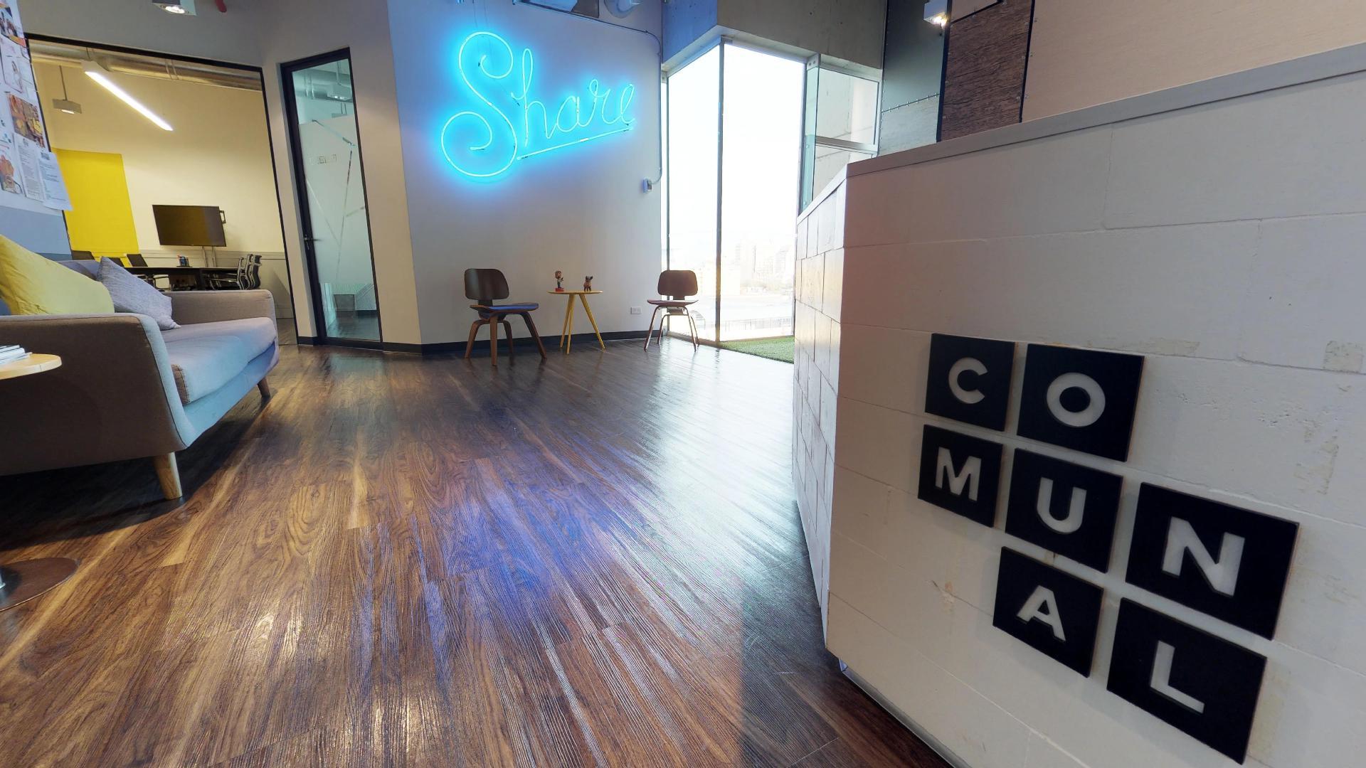 Comunal Coworking ofrece oficinas 100% implementadas + todos los servicios relacionados por un único pago mensual. Sin importar el tamaño de tu equipo, Comunal es el lugar de trabajo para ti.