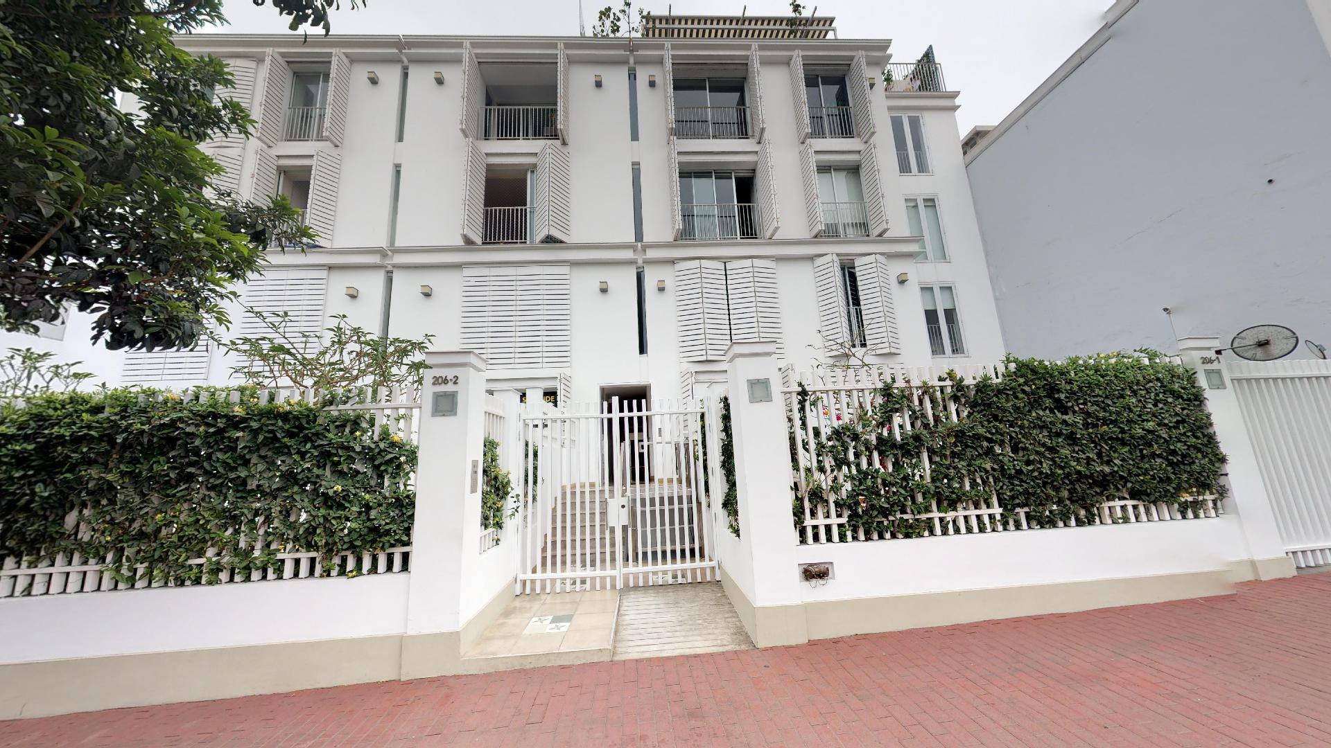 Moderno departamento ubicado en el emblemático Jirón Sáenz Peña de Barranco, Lima, Perú. Realiza un recorrido virtual en 360° y fascinante con sus acabados y detalles.