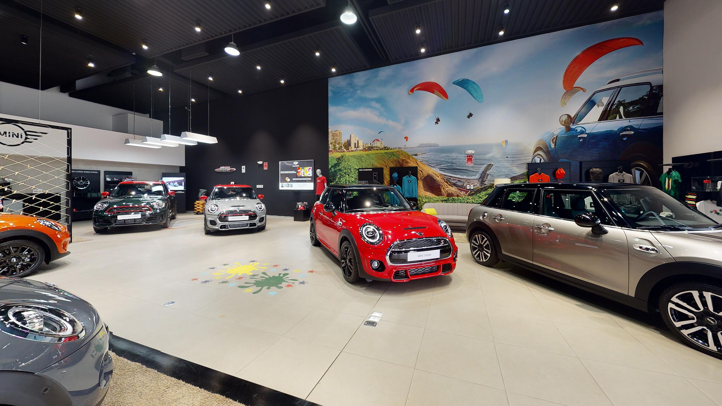 Automóviles exhibidos en MINI Peru, Lima, La Molina