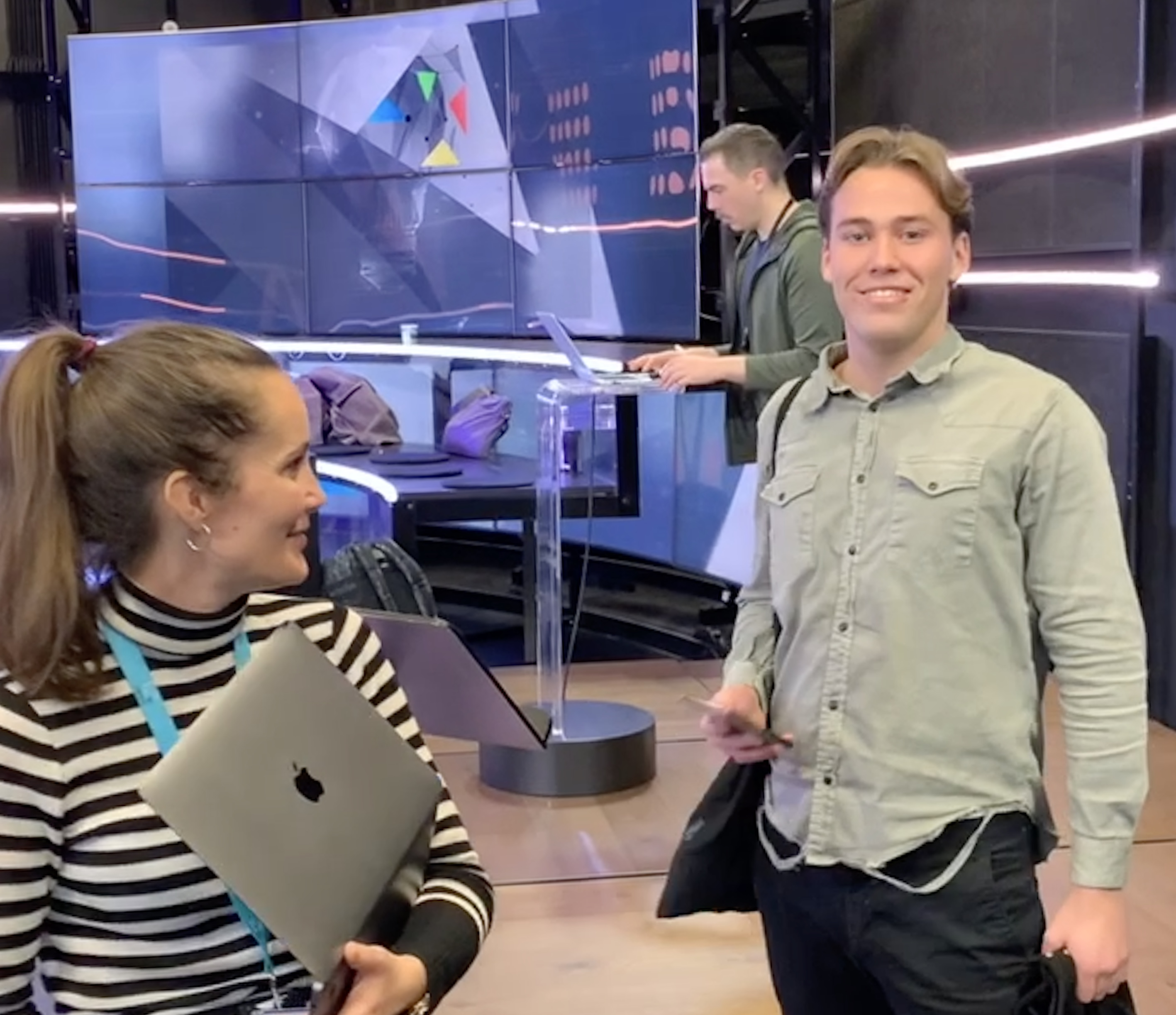 Henrik Johannessen fra Tjommi som gjør seg klar for å presentere under Innovasjonsdagen til TV 2