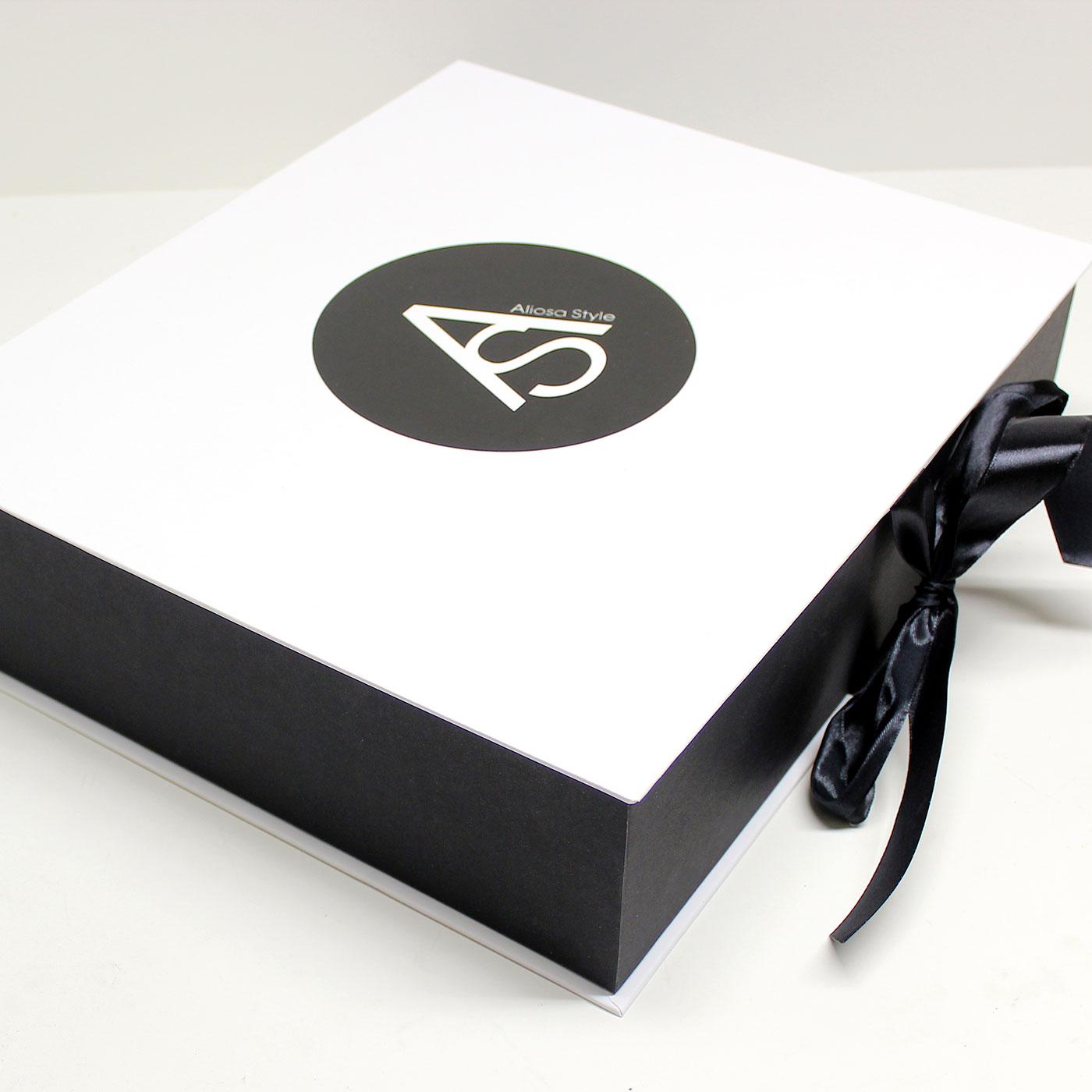 Коробка книга для бренда одежды