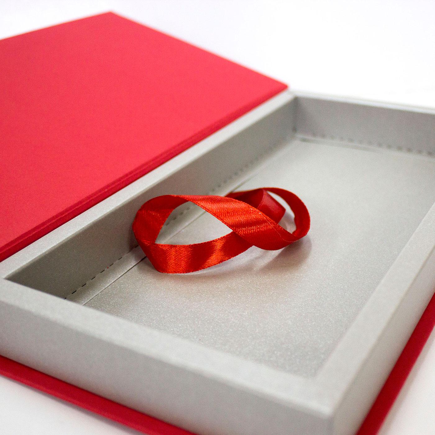 Коробка с лого для корпоративного подарка