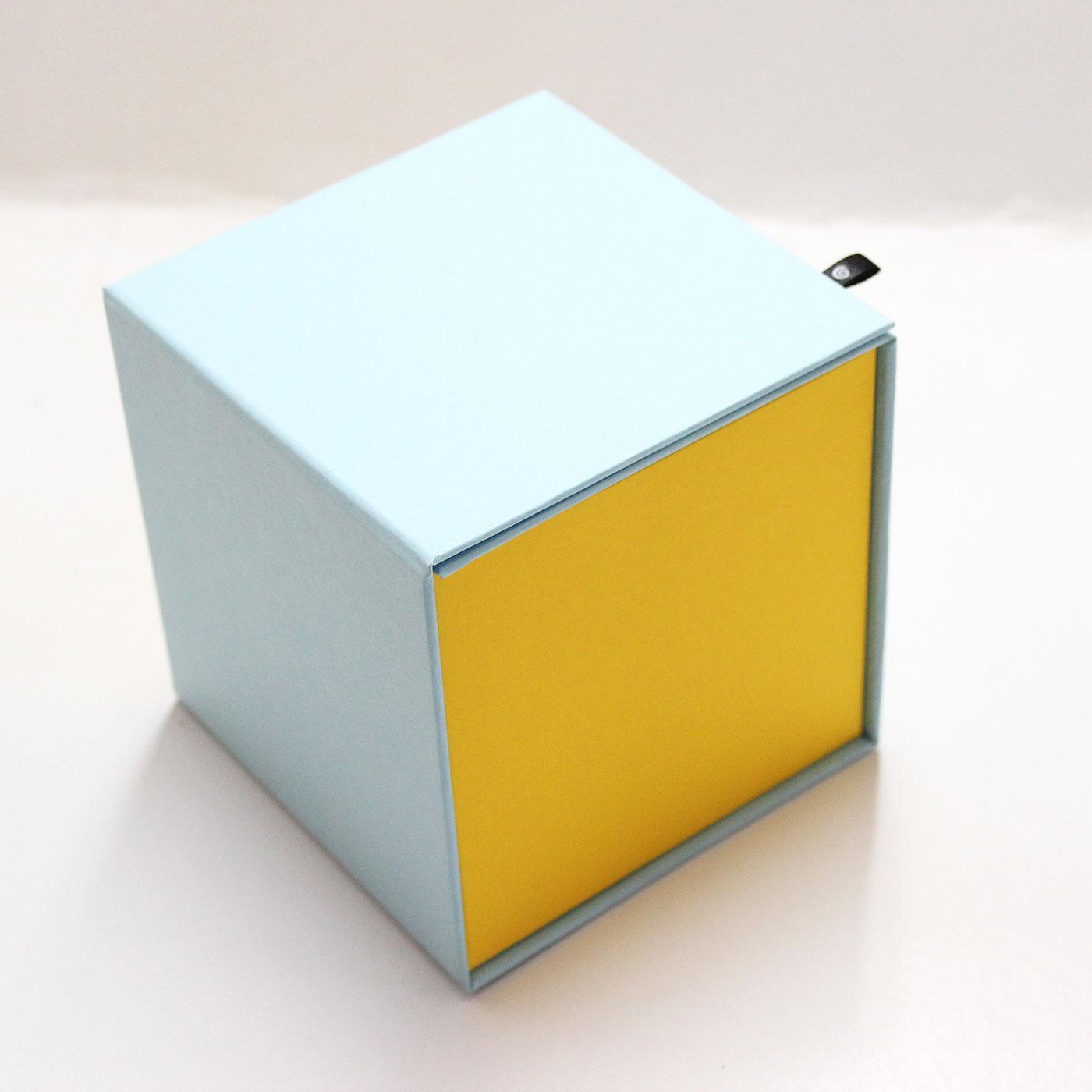 Стильная упаковка в виде кубика