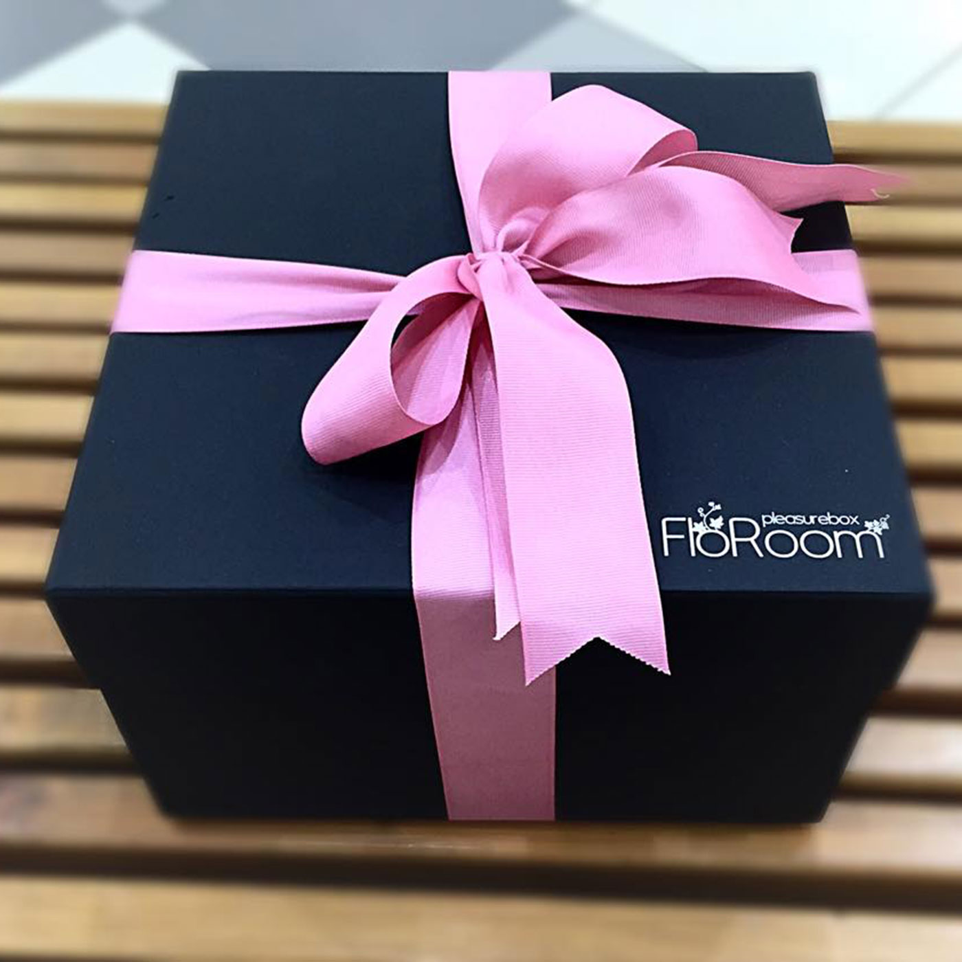 Кашированная коробка для цветов и сладостей