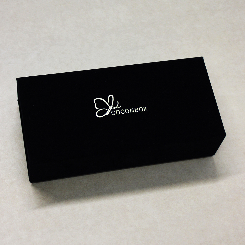 Бархатная коробочка черного цвета