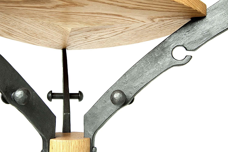 Naulakko puusta ja metallista