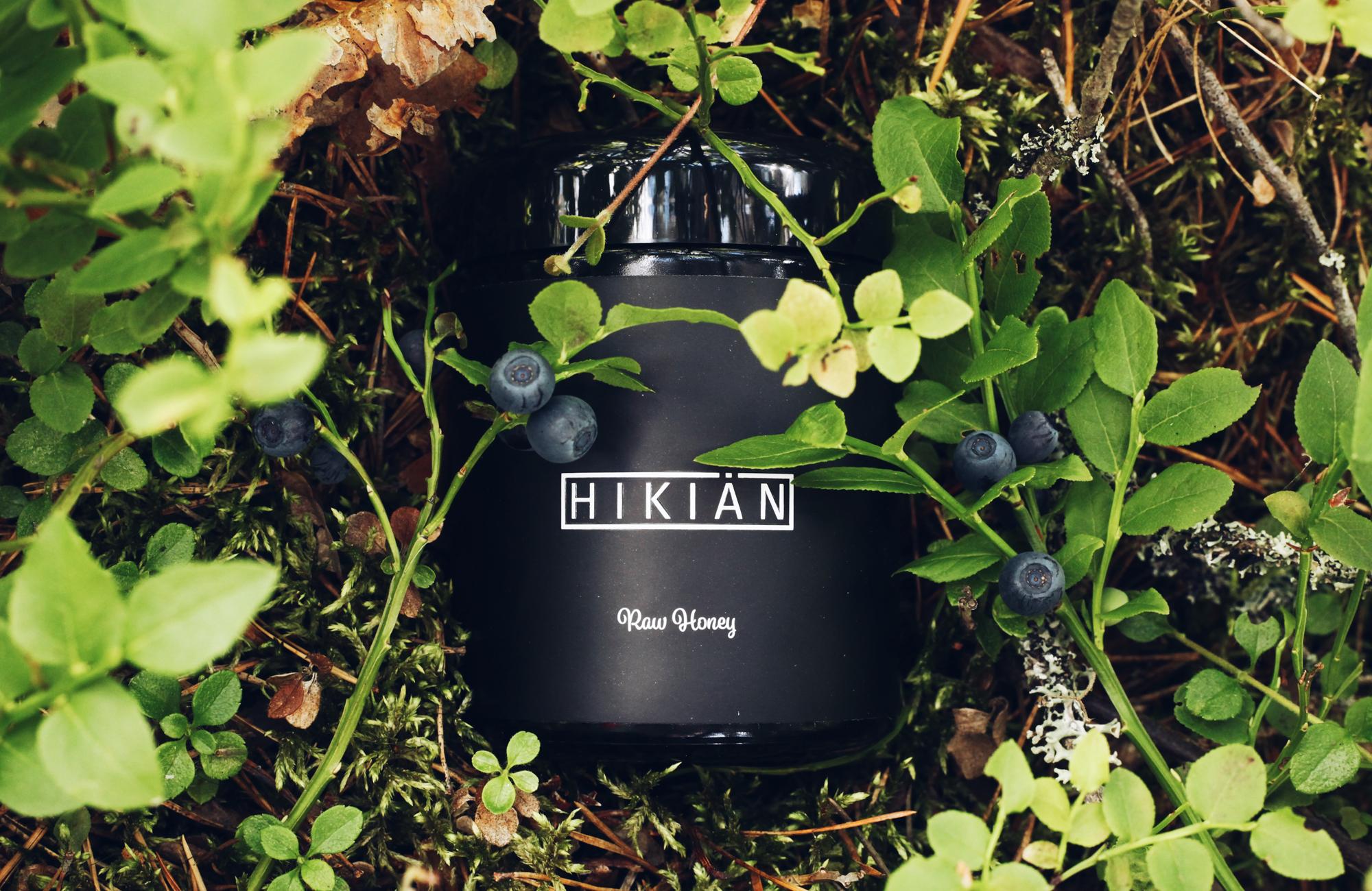 Hikian honey jar on a bilberry