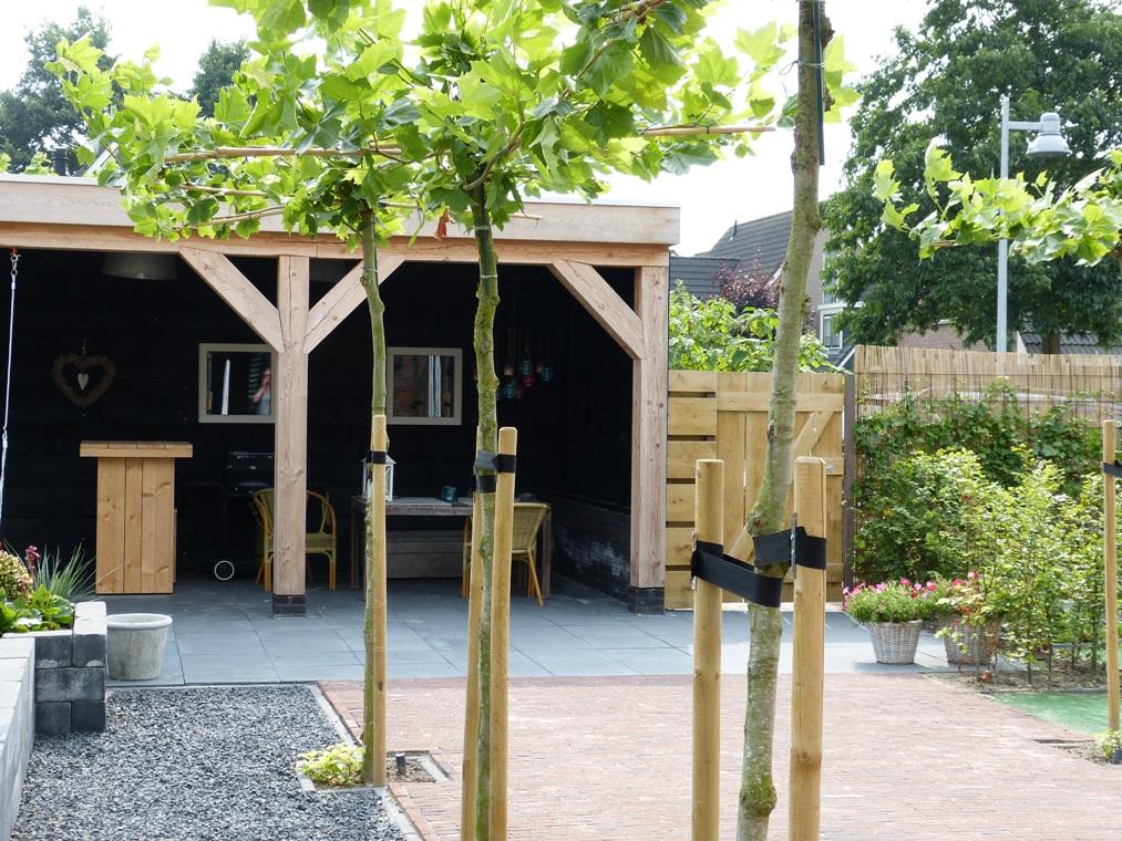 Losse Overkapping Tuin : Een moderne tuin met een landelijke look in stompetoren wetter