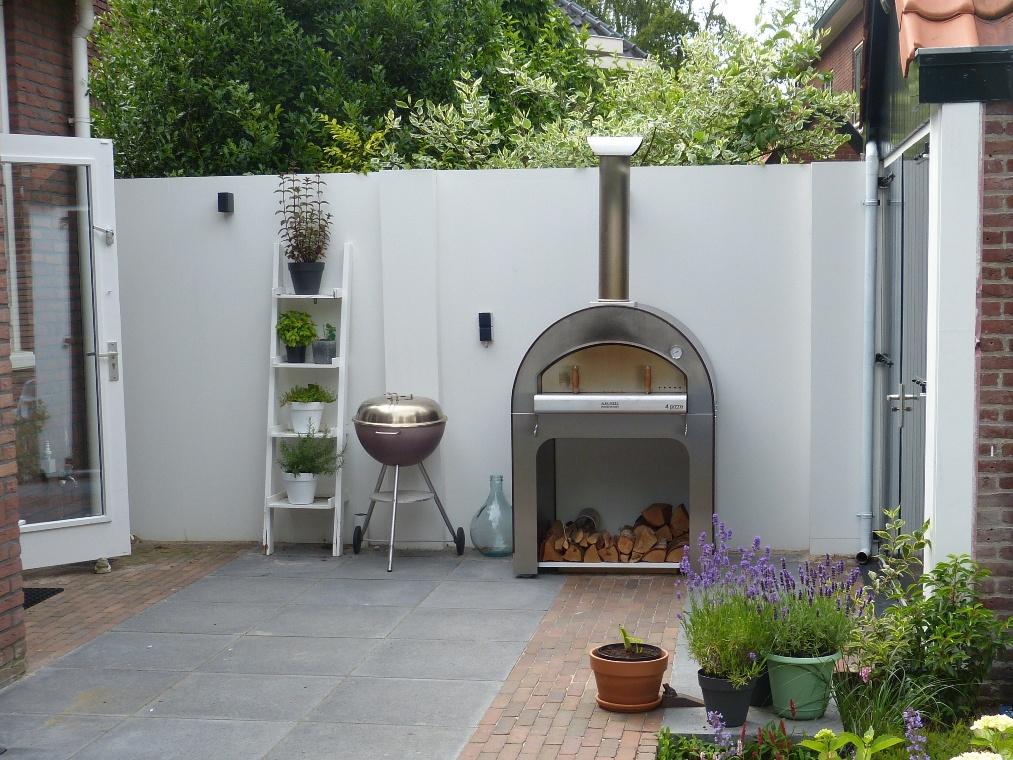 Witte tuinmuur