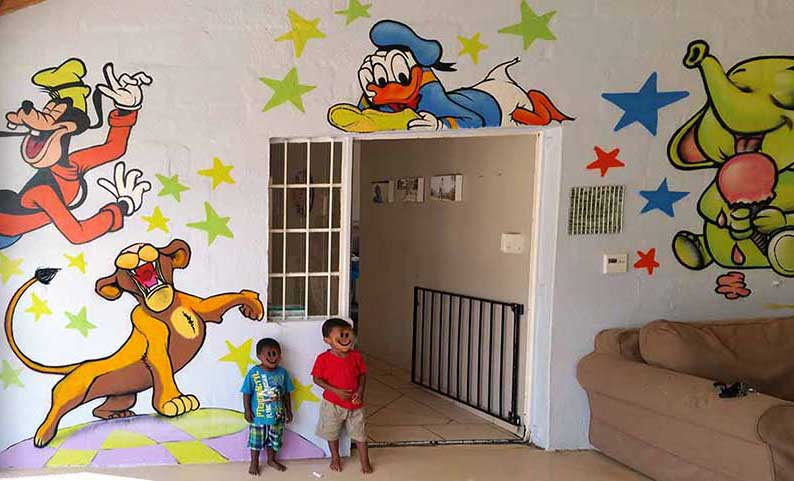 How to decorate a children's home with graffiti murals.