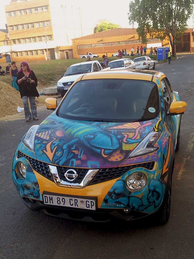 nissan juke car painted in graffiti, cameleon on bonnet