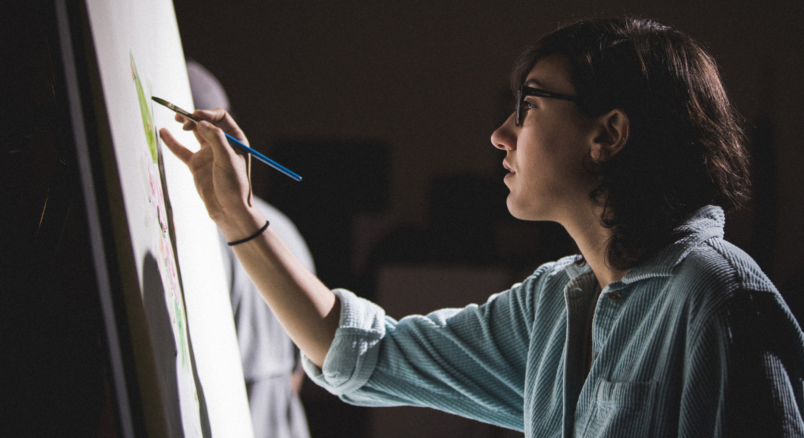 Southwestern student in Fine Arts class