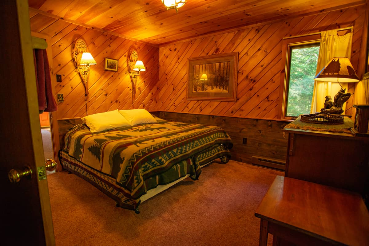 April Melody Chalet with King Bed