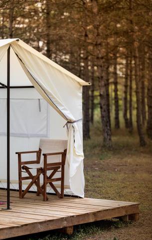 глемпинг гора, гора глемпинг, къмпинг, палатка, стол
