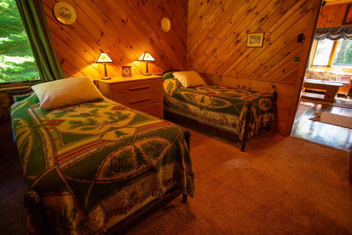 April Melody chalet secondary bedroom with two twin beds, or one king bed