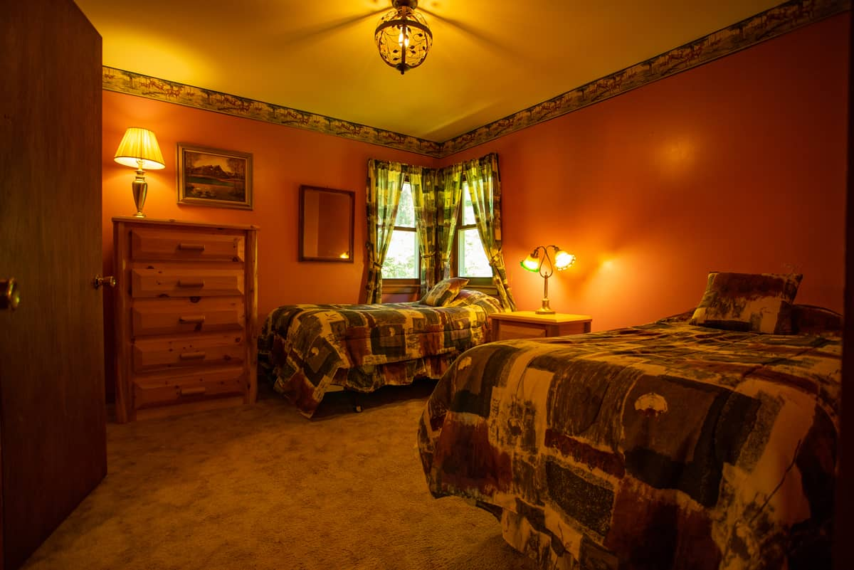 November Moon Chalet secondary bedroom with two twin beds