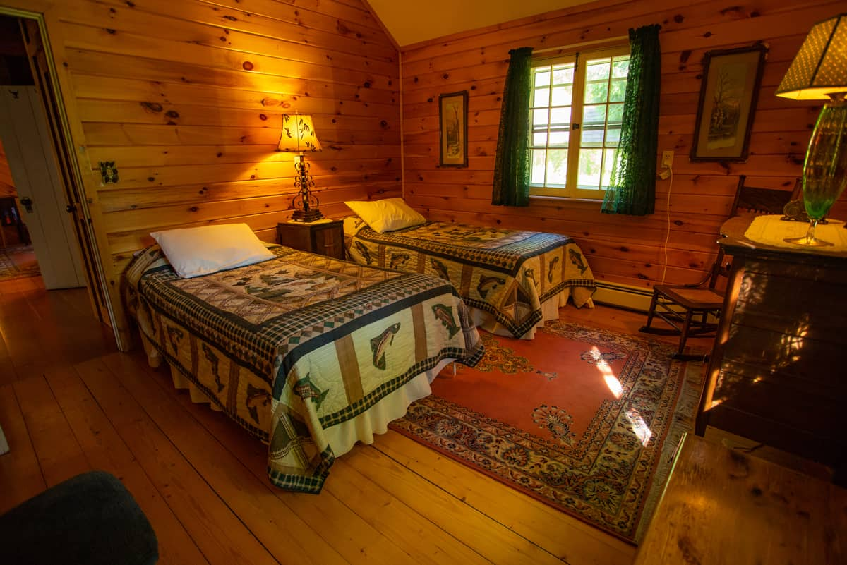 Sundown Chalet secondary bedroom with two twin beds