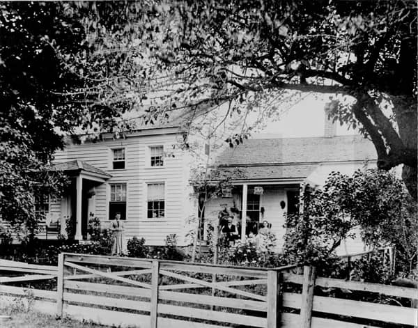 Black and white photo of the 1886 Main Lodge in the 1800s.