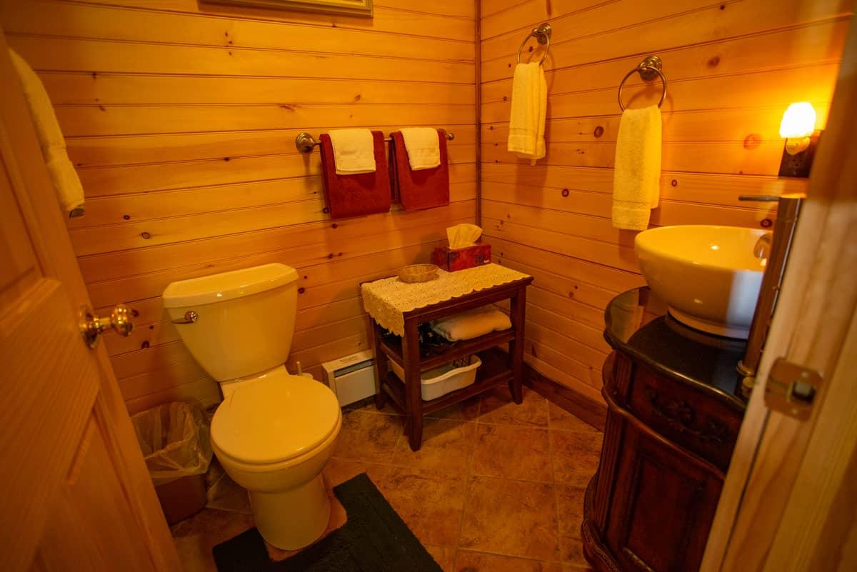 Guides Cabin bathroom