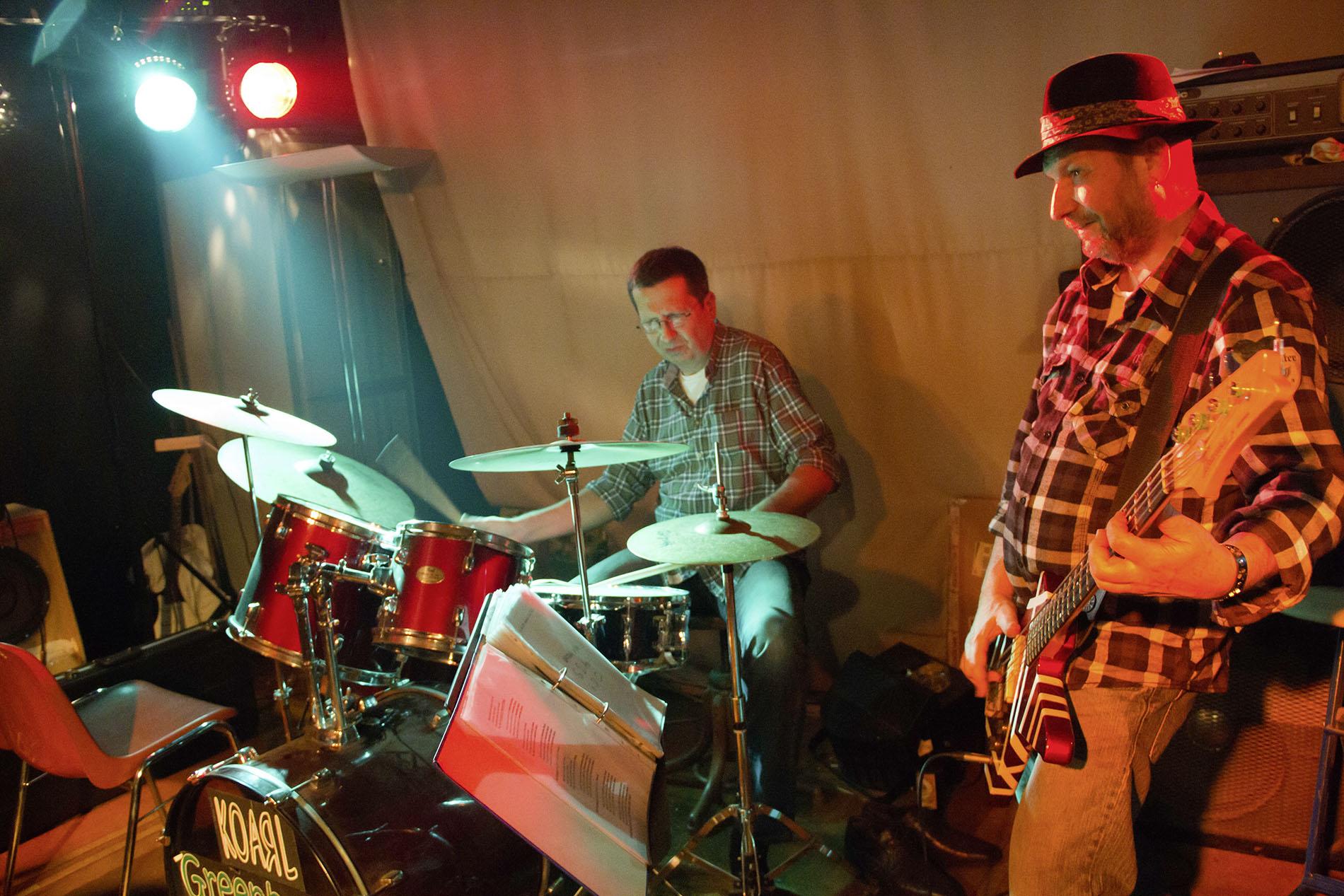 Gitarrist und Schlagzeuger