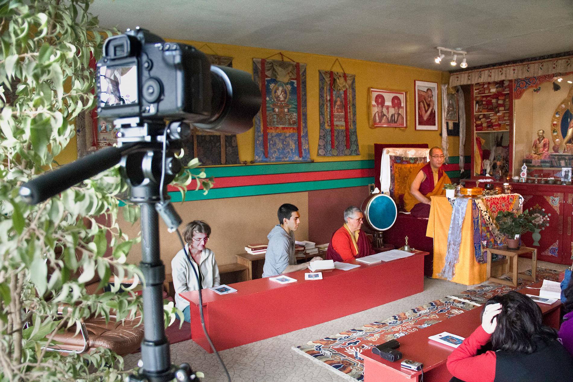 Pujazermonie in einem Buddhistischen Zentrum