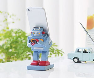 Retro Robot Smartphone Stand