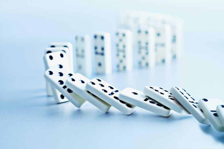 Dominos fallin