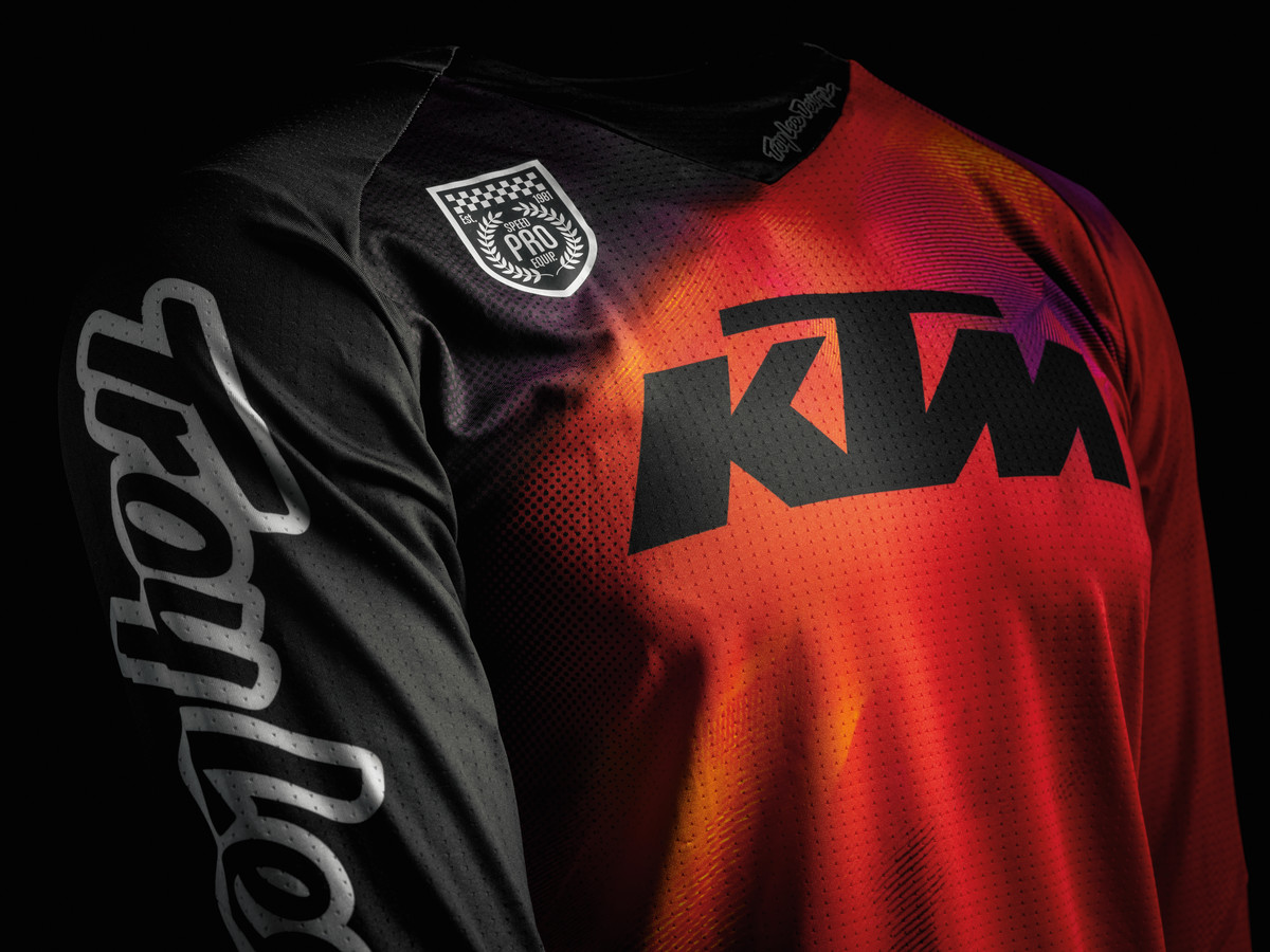 READY TO RACE MIT DER KTM POWERWEAR-OFFROAD-KOLLEKTION
