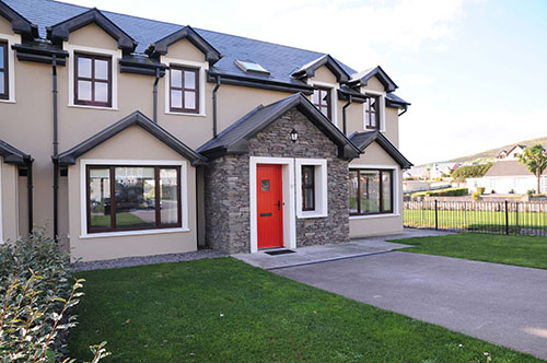 View of Glór na hAbhann classic self catering holiday homes from the road in Dingle, Ireland