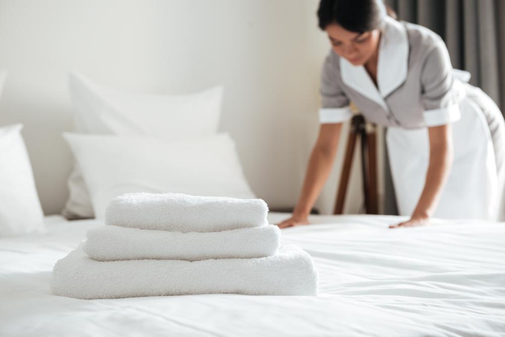 Empleada Domestica (Housekeeper) en Manhattan Demanda Por Pago de Horas Extras