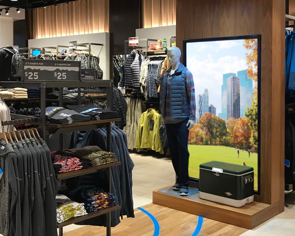 E Series Digital Signage Example in a Retail Store
