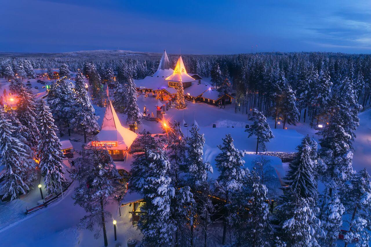 Join us for a guided tour of Santa Claus secret village, Santa's Park and enjoy the magic of Lapland with your loved ones.