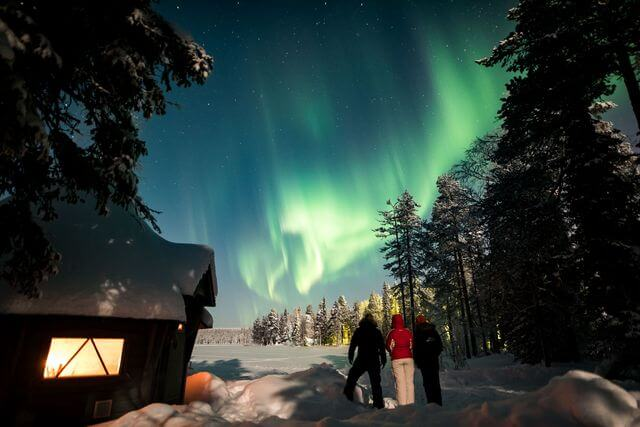 Aurora hunting by a private lake in a Lappish wooden hut, 4 hours