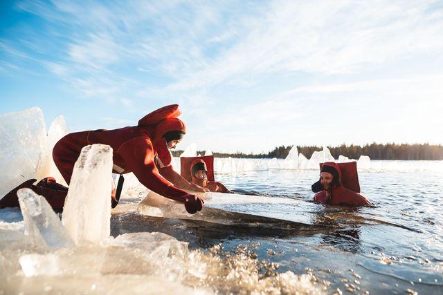 Daytime ice floating