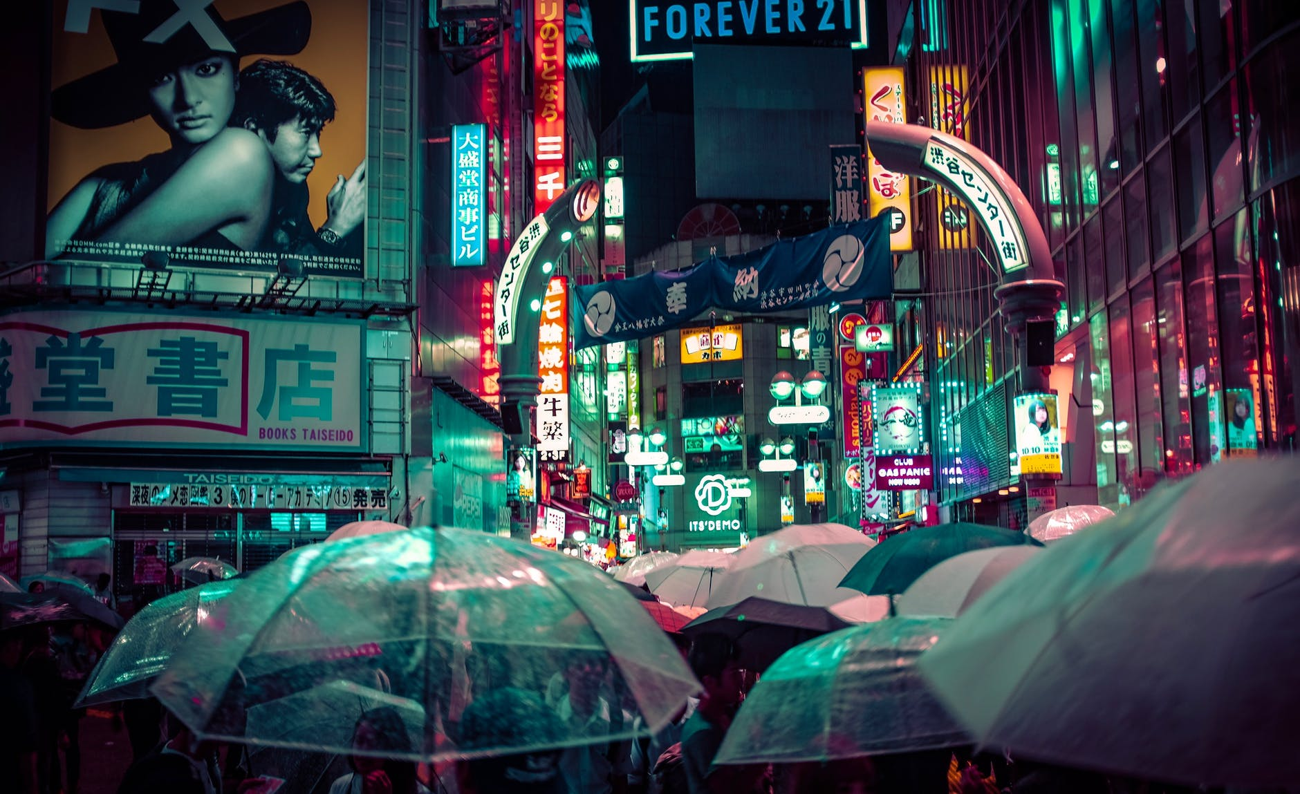 night city screenshot of people with umbrellas with a cyberpunk vibe